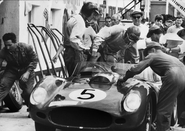 Nurburgring, Germany. 7th June 1959.Dan Gurney / Cliff Allison (Ferrari 250 TR59), 5th position, pit stop and driver change, action.World Copyright: LAT Photographic.Ref : Autocar Used Pic 12th June 1959 Pg 864.