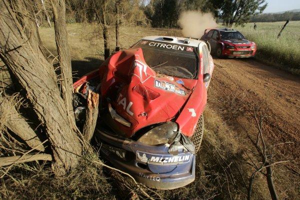 2005 FIA World Rally Champs. Round Sixteen, Rally Australia.10th - 13th November 2004.Sebastien Loeb, Citroen, accident.World Copyright: McKlein/LAT