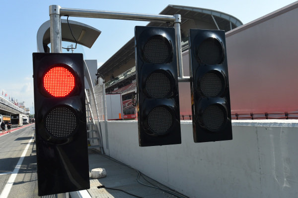 Red light at end of pit lane