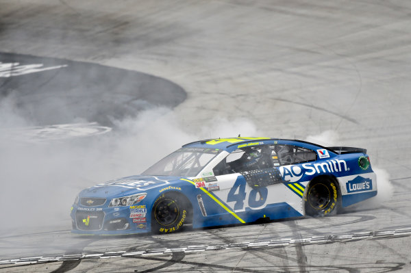 Monster Energy NASCAR Cup Series Food City 500 Bristol Motor Speedway, Bristol, TN USA Monday 24 April 2017 Jimmie Johnson burn out World Copyright: Nigel Kinrade LAT Images ref: Digital Image 17BRI1nk08997