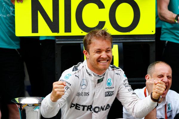 Shanghai International Circuit, Shanghai, China. Sunday 17 April 2016. Nico Rosberg, Mercedes AMG, 1st Position, celebrates with his team. World Copyright: Andy Hone/LAT Photographic ref: Digital Image _ONY5805