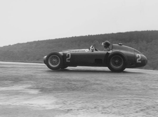 1956 Belgian Grand Prix.Spa-Francorchamps, Belgium. 3 June 1956.Juan Manuel Fangio (Lancia-Ferrari D50). Ref-385/6.World Copyright - LAT Photographic