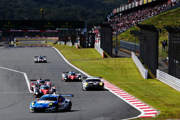 2016 World Endurance Championship, Fuji, Japan. 14th-16th October 2016, Christian Reid / Wolf Henzler / Joel Camathias - KCMG Porsche 911 RSR  World copyright. Jakob Ebrey/LAT Photographic