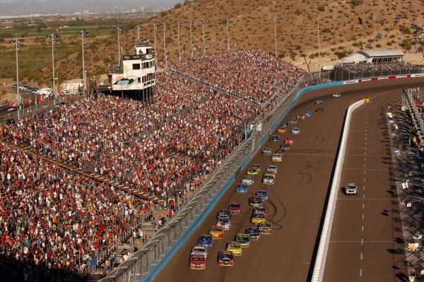 7-9 November, 2014, Avondale, Arizona USA Kevin Harvick and Jeff Gordon lead the last restart ©2014, Michael L. Levitt LAT Photo USA