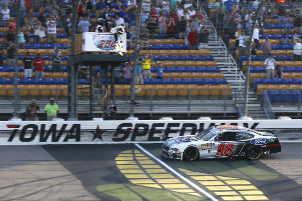 #98: Chase Briscoe, Stewart-Haas Racing, Ford Mustang Ford Performance drives under the checkered flag to win
