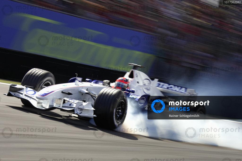 Robert Kubica, BMW Sauber F1.06 locking up his front left.
