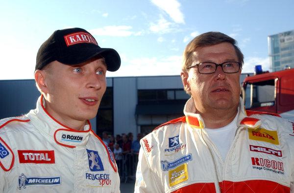 2002 World Rally Championship.Neste Rally Finland, Jyvaskyla Finland, August 8-11th.Juuso Pykalisto and Timo Salonen at the start.Photo: Ralph Hardwick/LAT