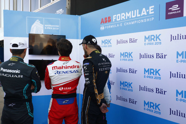 Mitch Evans (NZL), Panasonic Jaguar Racing, Jérôme d'Ambrosio (BEL), Mahindra Racing, Jean-Eric Vergne (FRA), DS TECHEETAH, and Antonio Felix da Costa (PRT), BMW I Andretti Motorsports, BMW iFE.18, watch the timing screens during qualifying