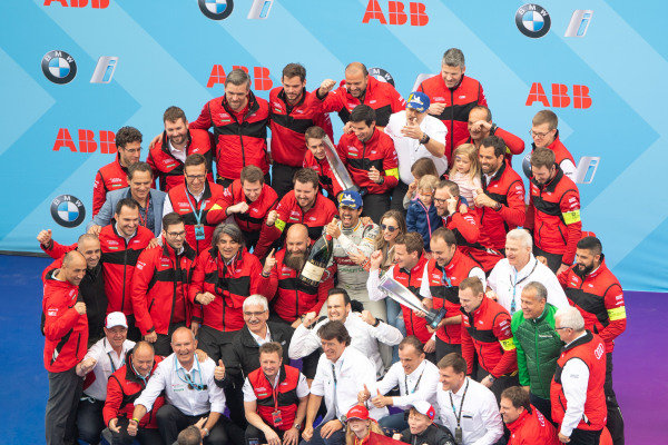 Lucas Di Grassi (BRA), Audi Sport ABT Schaeffler celebrates with the team on the podium
