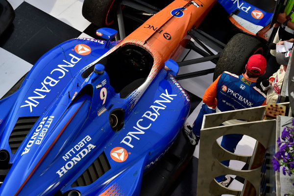 Scott Dixon, Chip Ganassi Racing Honda, victory lane