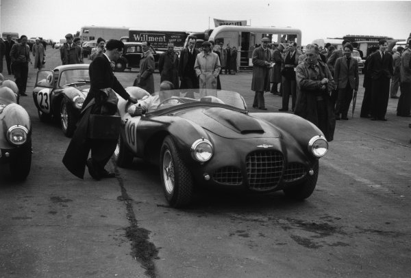 Silverstone, England. 15th May 1954 Reg Parnell (Lagonda DP115), 5th position, in the paddock, action. World Copyright: LAT Photographic Ref:  24 - 181.