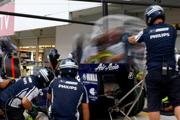 Suzuka Circuit, Suzuka, Japan.1st October 2009.The Williams team practice pit stops in the pit lane.World Copyright: Charles Coates/LAT Photographicref: Digital Image _26Y8536