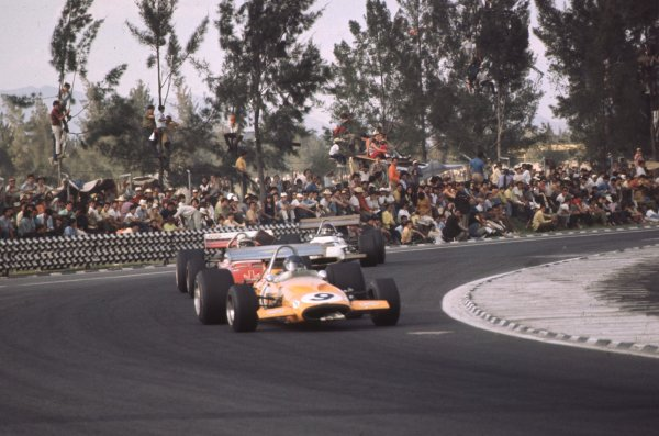 1970 Mexican Grand Prix.Mexico City, Mexico.23-25 October 1970.Peter Gethin (McLaren M14A Ford) leads John Surtees (Surtees TS7A Ford) and Jackie Oliver (BRM P153).Ref-70 MEX 41.World Copyright - LAT Photographic