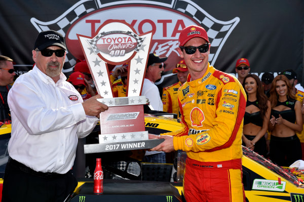 Monster Energy NASCAR Cup Series Toyota Owners 400 Richmond International Raceway, Richmond, VA USA Sunday 30 April 2017 Joey Logano, Team Penske, Shell Pennzoil Ford Fusion wins. World Copyright: Rusty Jarrett LAT Images ref: Digital Image 17RIC1rj_4415