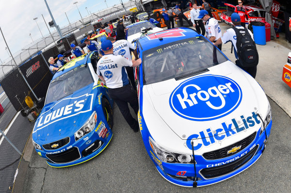 Monster Energy NASCAR Cup Series Toyota Owners 400 Richmond International Raceway, Richmond, VA USA Friday 28 April 2017 Jimmie Johnson, Hendrick Motorsports, Lowe's Chevrolet SS and AJ Allmendinger, JTG Daugherty Racing, Kroger ClickList Chevrolet SS World Copyright: Nigel Kinrade LAT Images ref: Digital Image 17RIC1nk00082