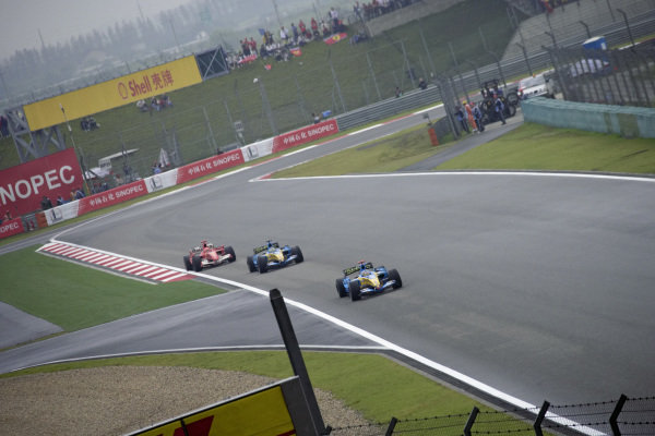 Fernando Alonso, Renault R26 leads Giancarlo Fisichella, Renault R26 and Michael Schumacher, Ferrari 248 F1.