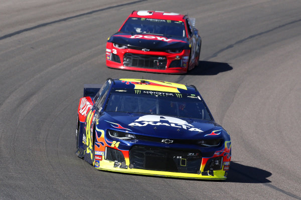 #24: William Byron, Hendrick Motorsports, Chevrolet Camaro Axalta and #3: Austin Dillon, Richard Childress Racing, Chevrolet Dow