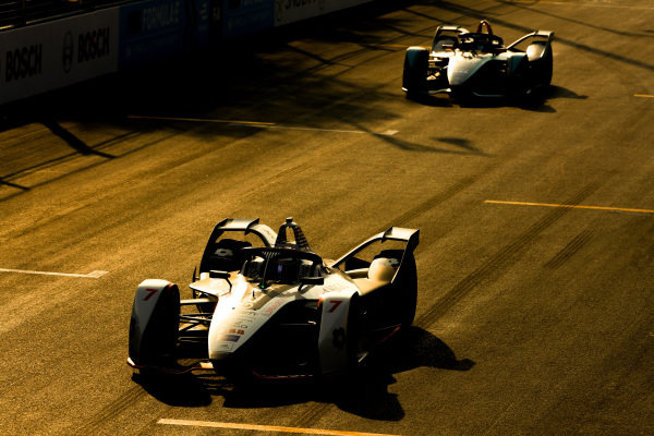 Jose Maria Lopez (ARG), GEOX Dragon Racing, Penske EV-3 leads Mitch Evans (NZL), Panasonic Jaguar Racing, Jaguar I-Type 3