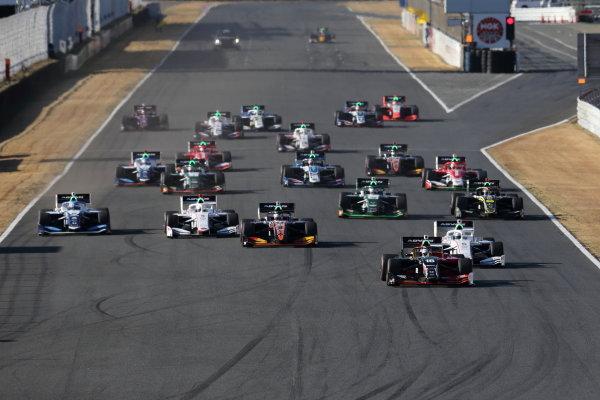 Winner Tomoki Nojiri ( #16 TEAM MUGEN, Dallara SF19 Honda) leads at the start. Photo: Yukio Yoshimi