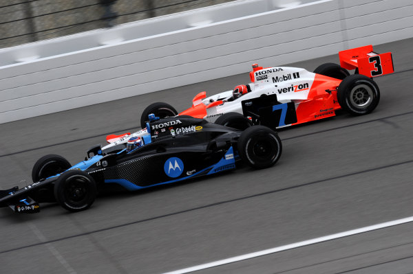 L-R: Danica Patrick (USA) Andretti Green Racing, leads Helio Castroneves (BRA) Team Penske.