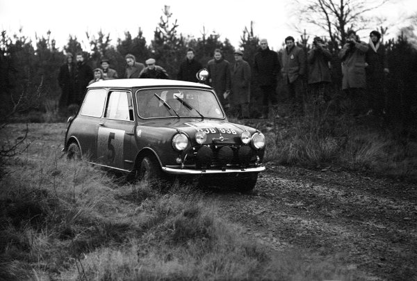 10th - 17th November 1965.Rauno Aaltonen/Tony Ambrose, BMC Mini Cooper S 1275, 1st position, action.World Copyright: LAT Photographic.ref: 1180/31A