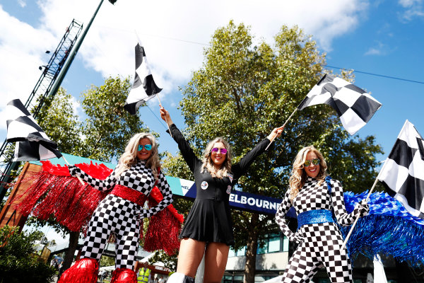 Albert Park, Melbourne, Australia. Thursday 23 March 2017. Fans at the Australian GP  World Copyright: Glenn Dunbar/LAT Images ref: Digital Image _X4I7491