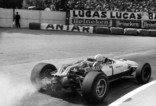 1967 Monaco Grand Prix Monte Carlo, Monaco. 7 May 1967 John Surtees, Honda RA273, retired, action World Copyright: LAT PhotographicRef: Motor b&w print