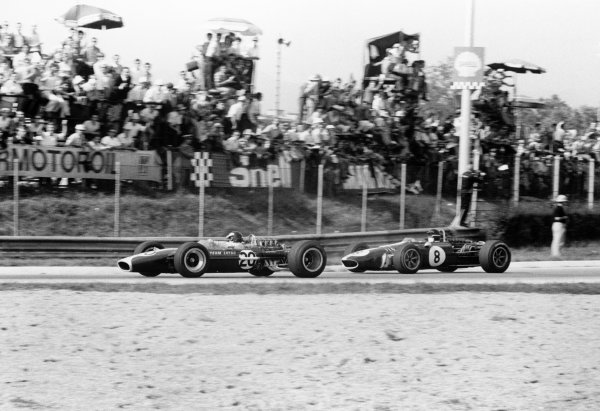 1967 Italian Grand Prix.Monza, Italy.8-10 September 1967.Jim Clark (Lotus 49 Ford), 3rd position, leads Dan Gurney (Eagle T1G Weslake), retired, action.World Copyright - LAT Photographic.ref: 660A #11-11A
