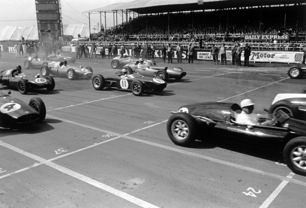1960 International Trophy. Silverstone, England. 14th May 1960. Start of the race with Alan Stacey (Lotus 18 - Climax), 4th position, in the middle, action.  World Copyright: LAT Photographic. Ref: 8623D - 11A-12.