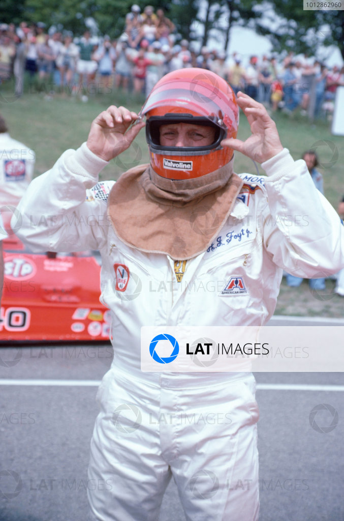 1977 USAC Indycar Series.Mosport Park, Canada. 3rd July 1977.AJ Foyt (Coyote-Ford/Foyt), 1st position.World Copyright: Murenbeeld/LAT Photographic