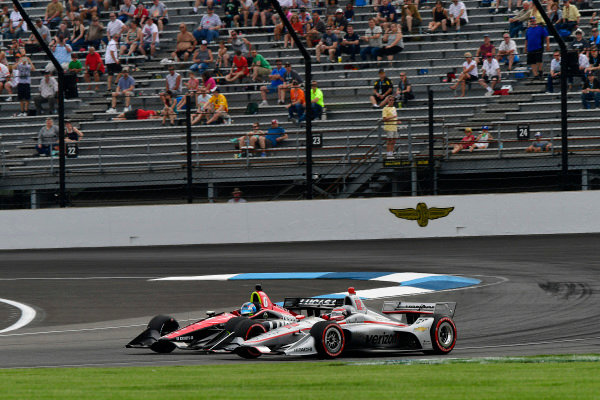 Will Power, Team Penske Chevrolet passes Robert Wickens, Schmidt Peterson Motorsports Honda for the lead