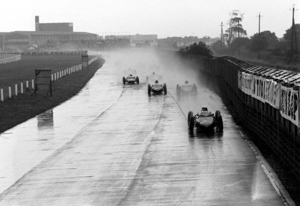 Pole sitter Phil Hill (USA) Ferrari 156, who finished second, leads the field at the start of the race. British Grand Prix, Aintree, 15 July 1961.