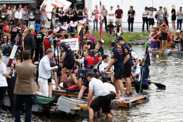 Circuit Gilles Villeneuve, Montreal, Canada. Saturday 10 June 2017. The raft race gets under way. World Copyright: Glenn Dunbar/LAT Images ref: Digital Image _31I6336