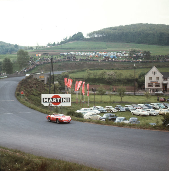 Nurburgring, Germany. 27th May 1962. Rd 7.Carlo Maria Abate/Nino Vaccarella (Ferrari 250 TRI/61), retired, action. World Copyright: LAT Photographic.Ref:  489