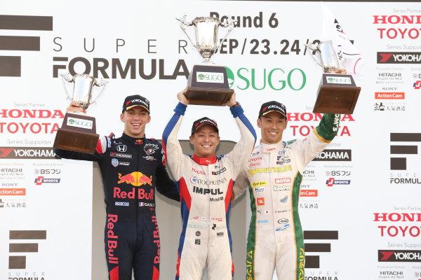 2017 Japanese Super Formula. Sugo, Japan. 23rd - 24th September 2017. Rd 6. Winner Yuhi Sekiguchi ( #19 ITOCHU ENEX TEAM IMPUL SF14 ) 2nd position Pierre Gasly ( #15 TEAM MUGEN SF14 ) 3rd position Kazuki Nakajima ( #37 VANTELIN KOWA TOM?S SF14 ) podium portrait World Copyright: Yasushi Ishihara / LAT Images. Ref: 2017_SF_Rd6_012