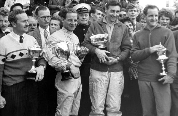 1960s Formula 1.Left-to-right: Colin Chapman, Innes Ireland, Roy Salvadori and Denny Hulme.World Copyright: LAT Photographicref: B&W Print, 40mb RGB scan