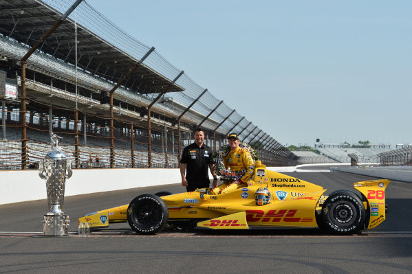 Indy 500 winner Ryan Hunter-Reay (USA) Andretti Autosport poses with team owner Michael Andretti (USA) and the Borg Warner Trophy.Verizon IndyCar Series, Rd4, Indianapolis 500, Indianapolis, USA, 26 May 2014.