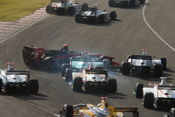 2014 Super Formula Series Sugo, Japan. 27th - 28th September 2014. Rd 6. The first lap accident, action World Copyright: Yasushi Ishihara / LAT Photographic. Ref:  2014SF_Rd6_016.JPG