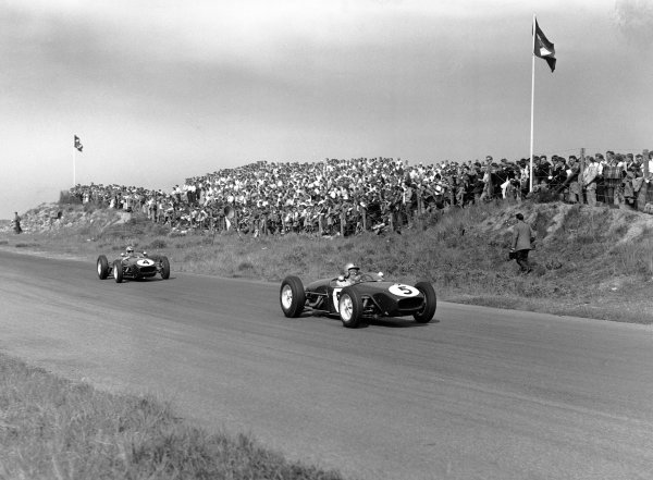1960 Dutch Grand Prix. Zandvoort, Holland. 6th June 1960. Alan Stacey (Lotus 18-Climax), retired leads Innes Ireland (Lotus 18-Climax), 2nd position, action.  World Copyright: LAT Photographic. Ref: Autocar Glass Plate C58383.