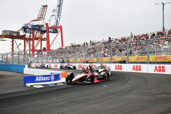 Sebastien Buemi (CHE), Nissan e.Dams, Nissan IMO2, leads Lucas Di Grassi (BRA), Audi Sport ABT Schaeffler, Audi e-tron FE07