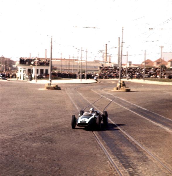 1960 Portuguese Grand Prix.Porto, Portugal.12-14 August 1960.Jack Brabham (Cooper T53 Climax) 1st position.Ref-3/0194.World Copyright - LAT Photographic