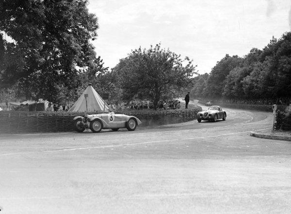 Philippe Etancelin / Luigi Chinetti, Talbot T26 SS, leads Raymond Sommer / Clemente Biondetti, Alfa Romeo 8C 2300B Touring.
