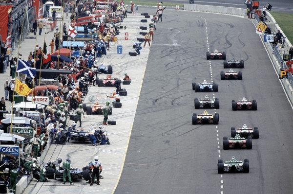 2002 Rockingham CART, Rockingham Speedway, England14 September, 2002A gang of cars enter the pits. 53MB file.-2002, Kevin Wood, EnglandLAT Photographic
