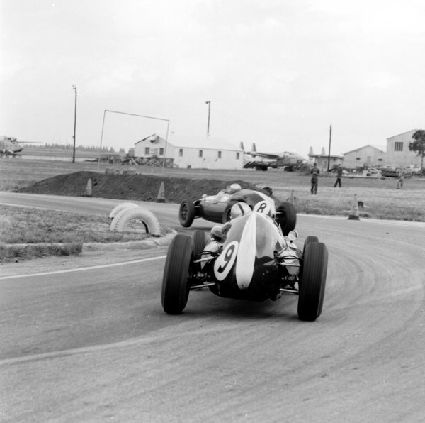 1959 United States Grand Prix.Sebring, Florida, USA.10-12 December 1959.Jack Brabham (Cooper T51 Climax) leads Bruce McLaren (Cooper T45 Climax).Ref-5537.World Copyright - LAT Photographic