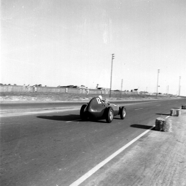 1958 Moroccan Grand Prix.Ain-Diab, Casablanca, Morocco.17-19 October 1958.Stuart Lewis-Evans (Vanwall). Later in the race Lewis-Evans tragically suffered burns from which he later died.Ref-2596.World Copyright - LAT Photographic