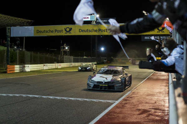 Checkered flag for Joel Eriksson, BMW Team RBM, BMW M4 DTM.