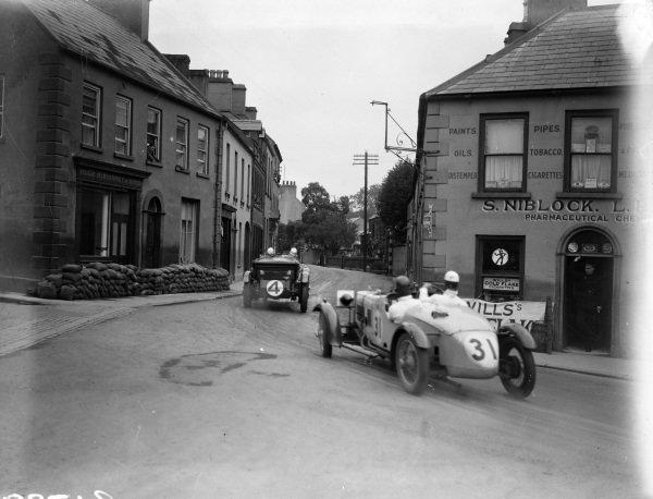 Eddie Hall, Bentley 4.5L, leads Harold Purdy, Alvis FWD.
