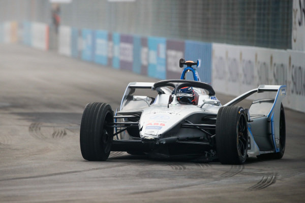 Edoardo Mortara (CHE) Venturi Formula E, Venturi VFE05 with damage to the front