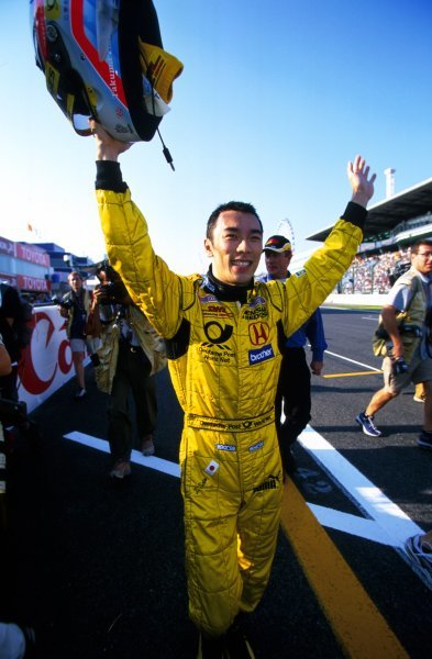 Takuma Sato (JPN) Jordan celebrates his first F1 points with a superb fifth place finish in his home GP.