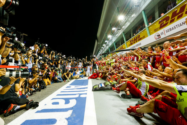 Marina Bay Circuit, Singapore. Sunday 20 September 2015. Sebastian Vettel, Ferrari, Kimi Raikkonen, Ferrari, and the Ferrari team celebrate victory and a double podium. World Copyright: Alastair Staley/LAT Photographic. ref: Digital Image _R6T7569